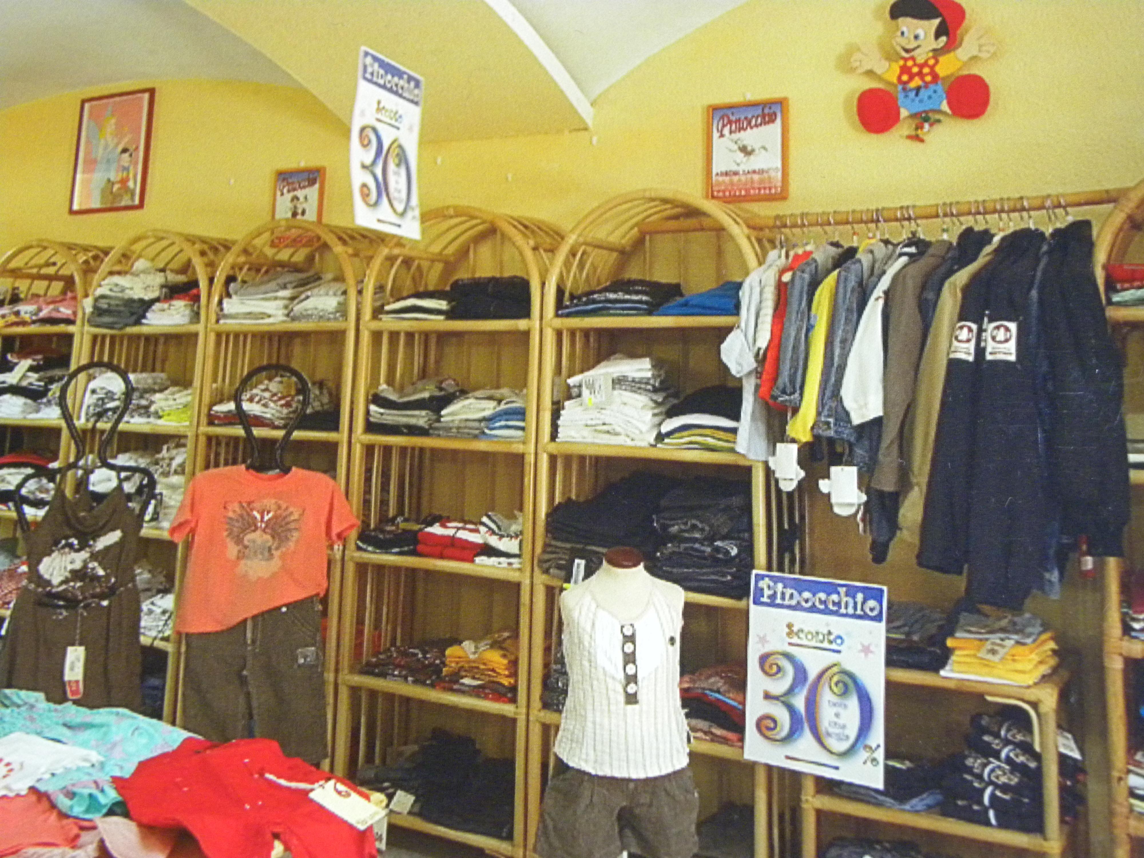 Interno pinocchio abbigliamento l 39 altra bosa for Interno 09 abbigliamento